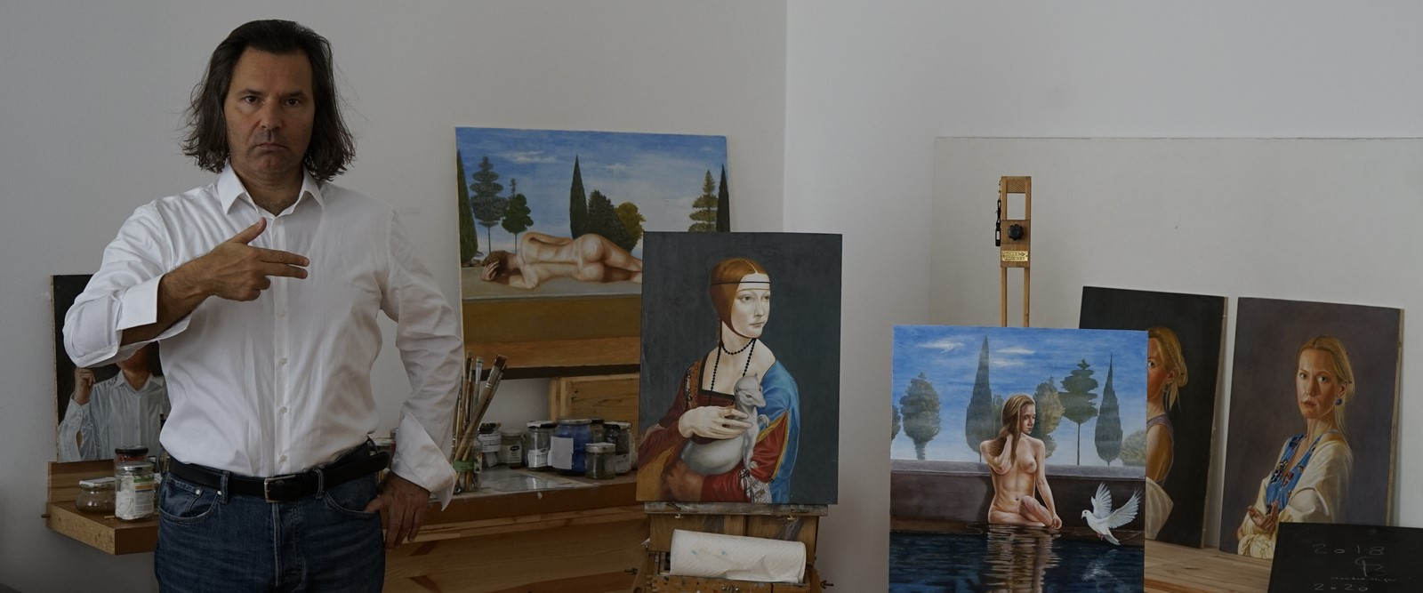 Stan Bert Singer ist ein zeitgenössischer österreichischer Maler. Bekannt ist er vor allem durch seine Werke über Gewaltästhetik und Frauen - oft in erotischenPosen. (Foto Stan Bert Singer)