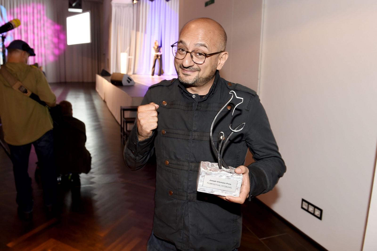 """8. Filmfestival Kitzbühel: AlsBester Spielfilm wurde Arash Riahis """"Ein bisschen bleiben wir noch"""" mit dem Joseph Vilsmaier-Preis ausgezeichnet. (Foto FILMFESTIVAL KITZBÜHEL)"""