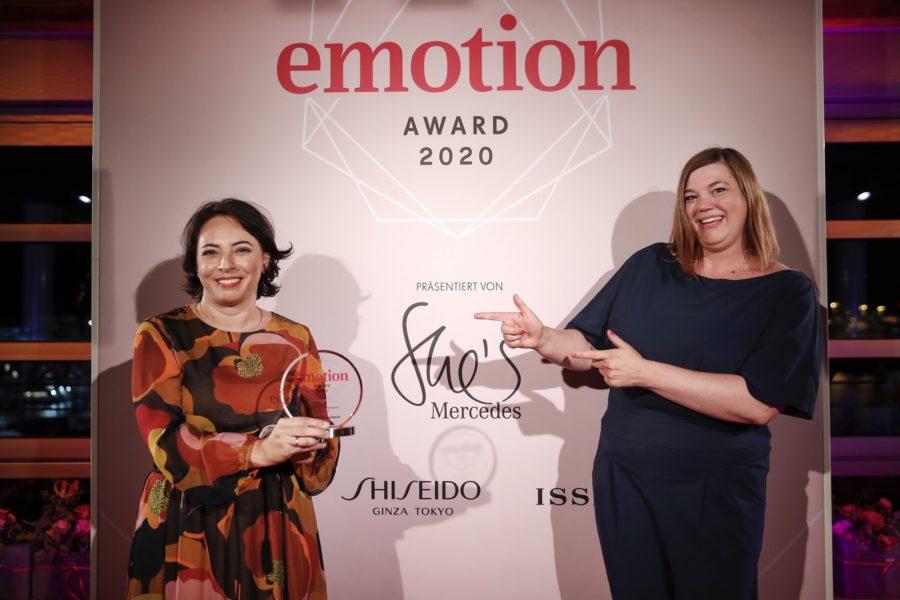 """EMOTION.award 2020: In der Kategorie """"Gründerin"""" wurde die Kardiologin Dr. Enise Lauterbach aus Trier ausgezeichnet. Im Bild mit Katharina Fegebank, Zweite Bürgermeisterin. (Photo by Franziska Krug/Getty Images for Emotion Award)"""
