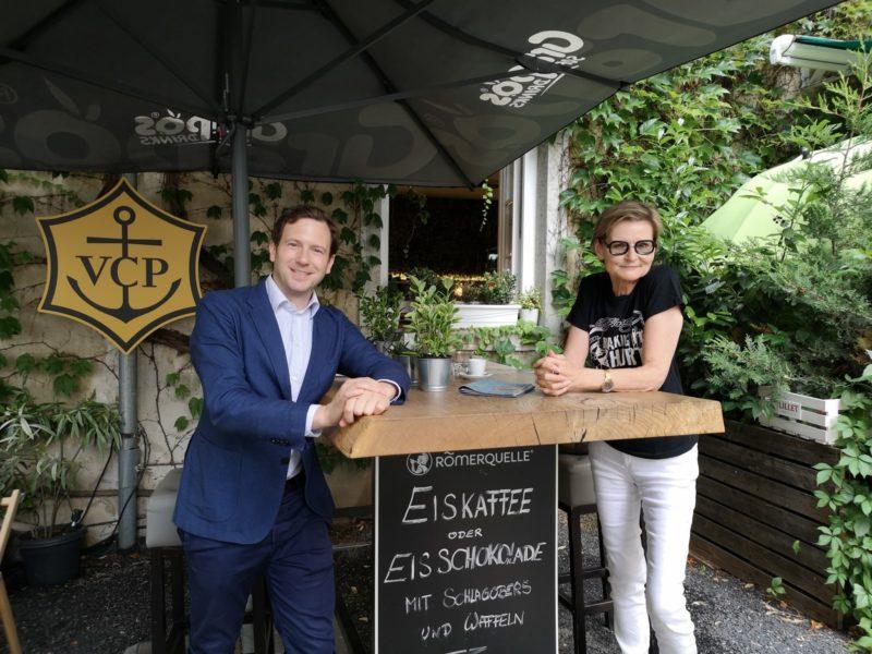 """Produzent Jakob Pochlatko, im Bild mit Journalistin Hedi Grager: """"Wir haben sehr viele Pläne und einen Großteil der Produktionen für die nächste Zeit schon auf Schiene."""" (Foto privat)"""