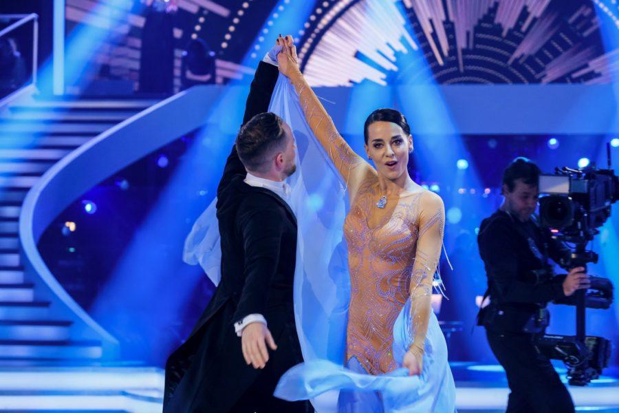"""Für Schauspielerin und Sängerin Edita Malovcic ist ihre Ungeduld manchmal die größte Herausforderung bei """"Dancing Stars"""". (Foto ORF/Hans Leitner)"""
