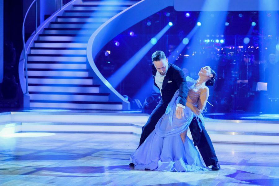 """""""Dancing Stars 2020"""" - Schauspielerin und Sängerin Edita Malovcic mit ihrem Tanzpartner Florian Vana. (Foto ORF/Hans Leitner)"""