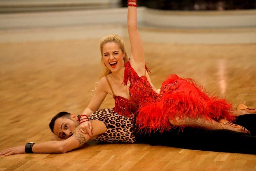 Gemeinsam mit Tanzpartner Danilo Campisi räumt Silvia Schneider Top-Bewertungen ab. (Foto ORF/Dancing Stars)