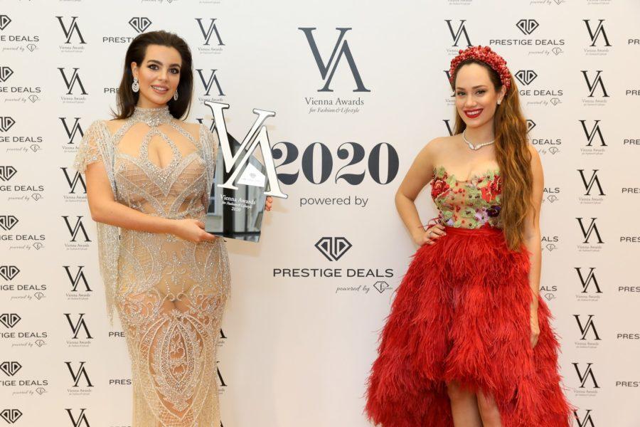 Vienna Awards for Fashion and Lifestyle 2020: MODEL OF THE YEAR 2020 Gewinnerin Nadine Mirada. Laudatorin Masked Singer Jurorin und Krone-TV-Moderatorin Sasa Schwarzjirg kam in einer wunderschönen Robe der Designerin Eva Poleschinski. (Foto Katharina Schiffl)