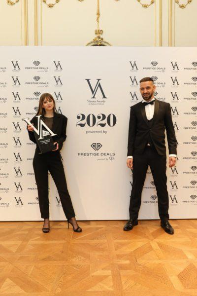 Vienna Awards for Fashion and Lifestyle 2020: STYLISTOF THE YEAR2020- Gewinnerin: Nadine Gurtner mit LaudatorStylistYochaiMevorach. (Foto Katharina Schiffl)