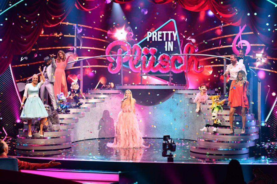 Pretty in Plüsch: Janine Kunze; Massimo Sinato; Mareile Höppner; Moderatorin Michelle Hunziker dressed in Eva Poleschinski; Hardy Krüger Jr; Jessica Paszka. (Foto SAT.1/Willi Weber)