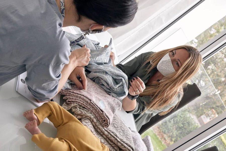 """Kerstin Lechner liebt an """"kindskopf"""", dass es ein österreichisches Produkt ist, dass es aus hochwertigen und fair produzierten Textilien produziert wird - und auch noch stylisch ist, erklärt Kerstin Lechner. (Foto kindsknopf)"""