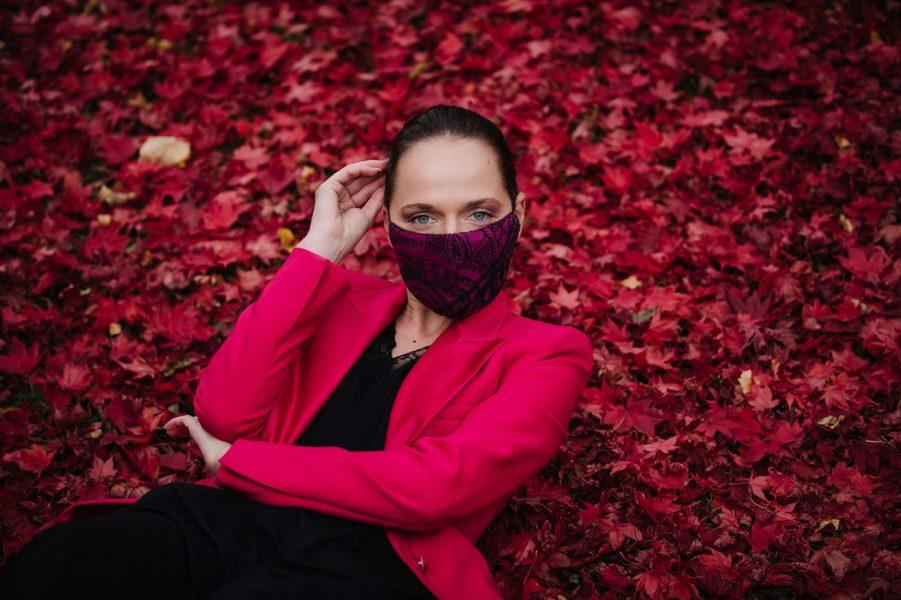 Auch in Covid-19-Zeiten bleibtEva Poleschinski nicht untätig und begeistert ihre Kundinnen mit handgefertigten und individuellen Gesichtsmasken. (Foto Eva Poleschinski)