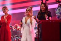 Pretty in Plüsch: Moderatorin Michelle Hunziker mit Jessica Paszka und Mandy Capristo. (Foto SAT.1/Julia Feldhagen)