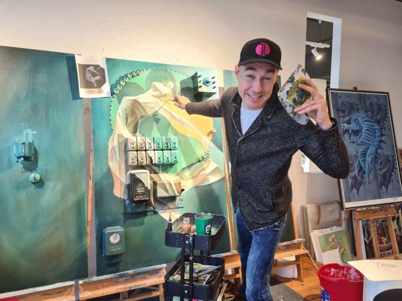 Der Künstler Tom Lohner ist ein absolutes Energiebündel und eine herrliche Frohnatur. (Foto Hedi Grager)