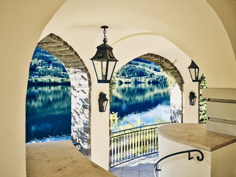 Zur Villa Anna gehört auch ein Badeplatz an der gegenüberliegenden Seite des Sees. Ihn erreicht man stilgerecht mit einer Original-Plätt'n oder einem Boot. (Foto TAUROA)