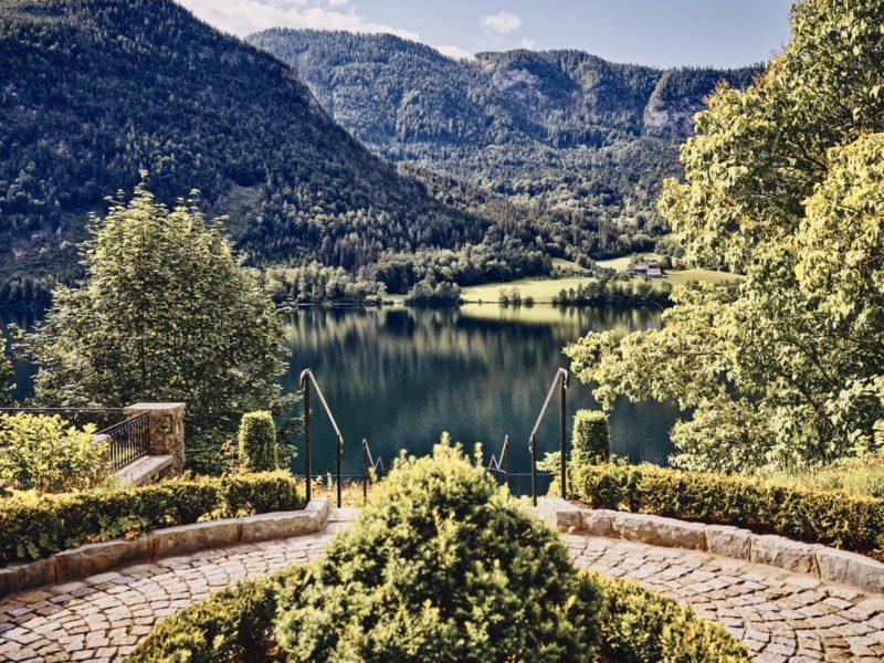 Die Gäste genießen von der Villa Anna aus einen atemberaubenden Ausblick über den Grundlsee. (Foto AUROA)