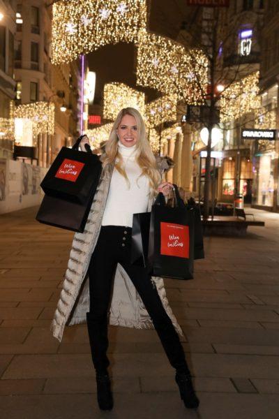 Miss Vienna Beatrice Körmer ist das Kampagnengesicht für die Wien (m)eins Weihnachtskampagne. (Foto Katharina Schiffl)