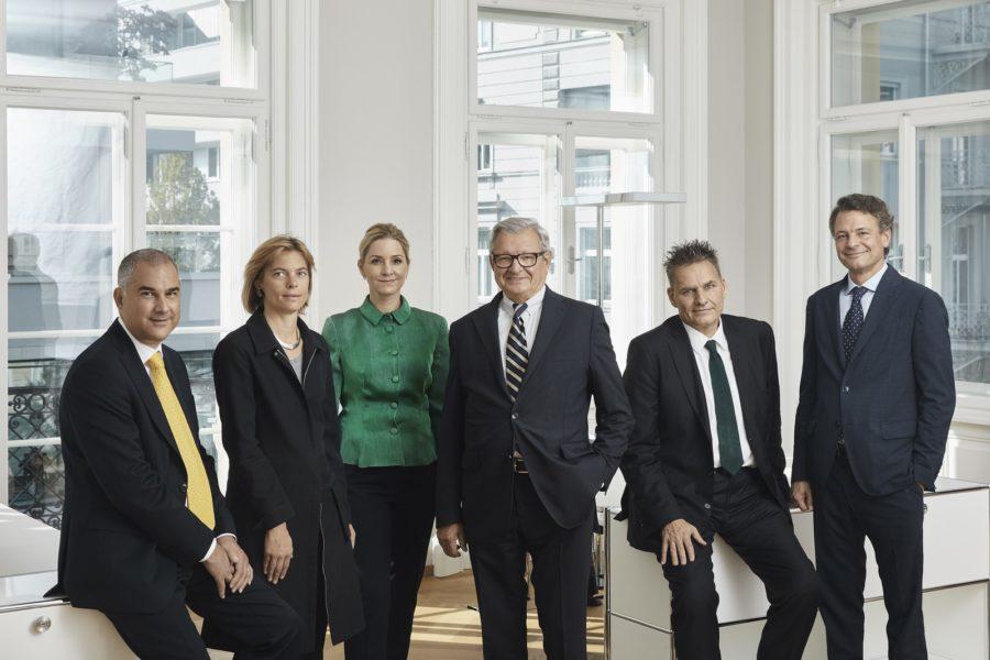 In der Spängler Bank bzw. im Aufsichtsrat tätige Familienmitglieder: Markus Wiesmüller, Maria Wiesmüller, Theresa von Wackenbarth-Spängler, Heinrich Spängler, Franz Welt und Carl Philipp Spängler. (Foto Bankhaus Spängler)