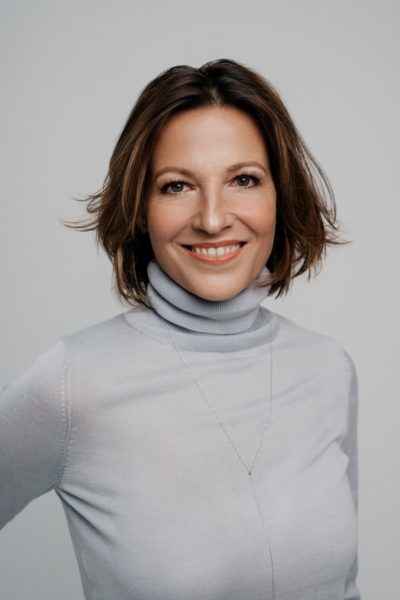 MitBeatrice Cox-Riesenfelderzog erstmals eine Frau in die Führungsebene von GW Cosmetics ein, dem Weltmarktführer für Augenbrauen- und Wimpernfarbe. (Foto Sarah Katharina)