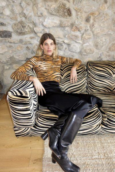 """""""Tiger Print ist für mich ein Klassiker, der in keinem Kleiderschrank fehlen darf, vor allem als Rolli super vielseitig"""", sagt Veronika Heilbrunner, Influencerin und Model. (Foto Marc Cain)"""