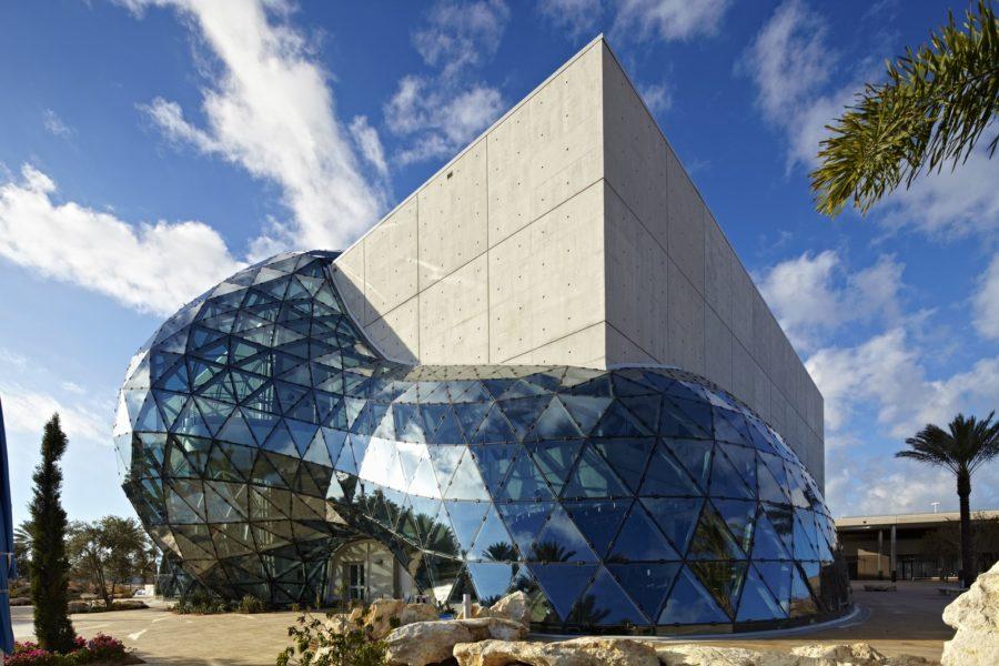 """Die neueste Ausstellung im Dalí Museum """"Van Gogh Alive"""" startete im November 2020 und zeigt Bilder des berühmten Malers über hochauflösende Projektoren in enormer Größe. (Foto visitstpeteclearwater.com)"""