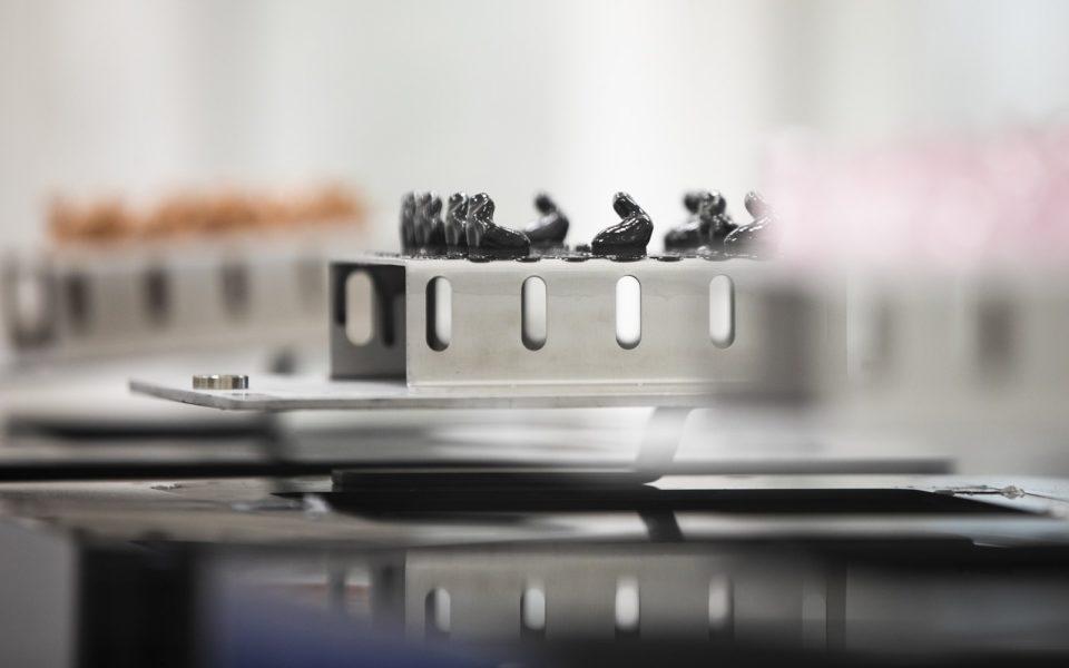 Die Kernkompetenz von Neuroth liegt in der individuellen Anpassung von Hörlösungen an die Bedürfnissee der Kunden. Mittels modernen 3D-Druckern und feinster Handarbeit werden in Lebring sogenannte Otoplastiken (Ohrpassstücke) produziert und mit der nötigen Technik bestückt.(Foto Neuroth/Kanizaj)