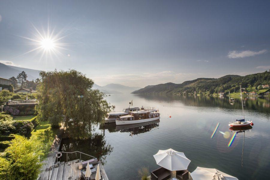 """'Bootsflotte' und viel Luxus im Hotel KOLLERs am Millstätter See: Hoteleigenes Motorboot, historisches Oldtimerschiff """"POTO"""", SPA am See, beheiztes Seebad direkt im Millstätter See und mehr. (Foto KOLLERs)"""
