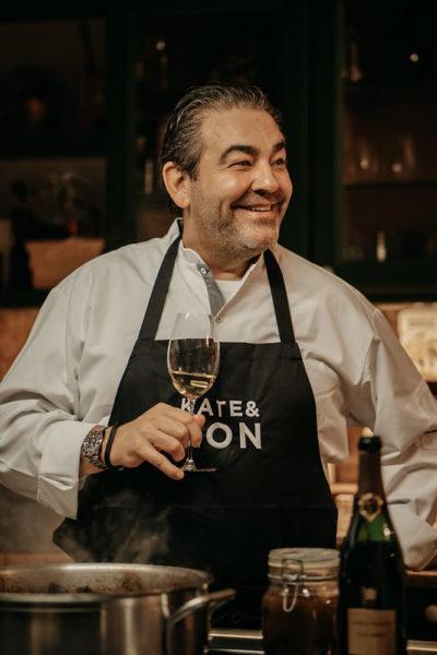 Spitzenkoch Juan Amador kreierte zum Klassiker Bollinger R.D. folgendes Gericht: Geschmorte Kalbsbäckchen mit massig Périgord-Trüffel in der Sauce. Bollinger R.D. 2007 und Gericht sind ab sofort bestellbar. (Foto KATE & KON)