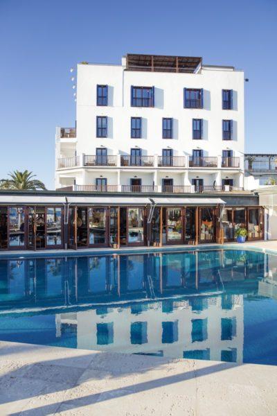 Das Hotel PORTIXOL verbindet auf schöne Weise Tradition mit modernem Stil und Komfort, beliebt auch der herrliche Outdoor-Pool. (Foto Johanna Gunnberg/Hotel Portixol)