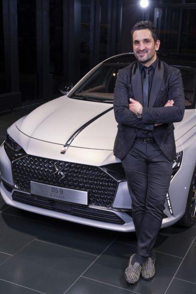 Fahdi Merza als Markenbotschafterin für DS Automobiles, hier mit dem DS 9 E-Tense. (Foto DS Automobiles/FOTObyHOFER/Christian Hofer)