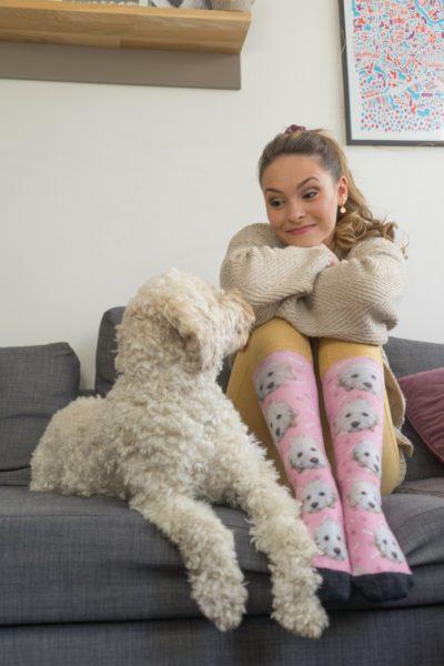 """Julia Furdea: """"Seit zwei Jahren gehört Lumi, eine Australian Labradoodle, zur Familie. Es macht so viel Freude und Spaß, einen Hund zu haben."""" (Foto Julia Furdea)"""