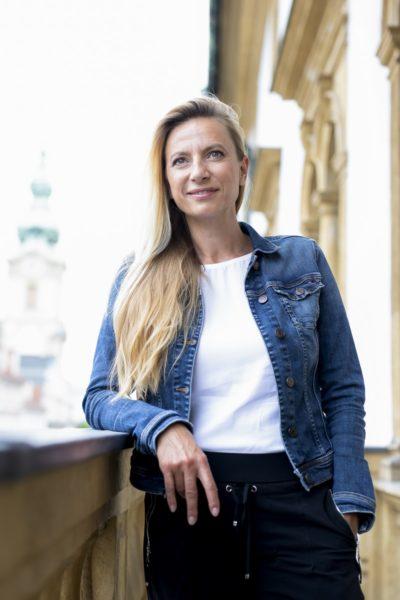 Die steirische Landesrätin Juliane Bogner-Strauß hat zur Zeit besonders herausfordernde Aufgaben zu bewältigen. Zum aktuellen dominanten Thema der Corona-Impfung ist es für sie ganz klar, dass impfen derzeit die einzige Möglichkeit gegen die Pandemie ist. (Foto Marija Kanizaj)