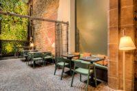 """MEISSL ARCHITECTS wurde mit KURO MORI – dem neuen Restaurant für Sternekoch Steffen Disch - zu den """"Schönsten Restaurants & Bars 2021"""" gewählt. (Foto Kirchgasser Photography)"""