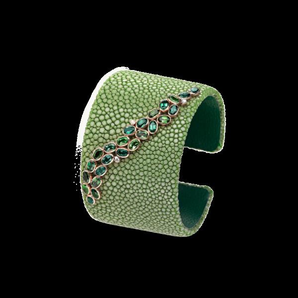 """CASE Awards: Der grüne Galuchat-Armreif aus der Kollektion """"Jungle Out There"""" von SCHULLIN erreichte in der Kategorie """"Armbänder bis 5.000 $"""" den 1. Platz (Foto Croce)"""
