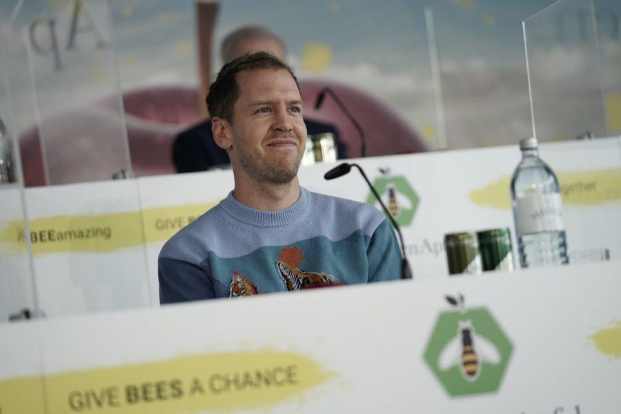 """Sebastian Vettel: """"Formel 1 und Umweltschutz sind kein Widerspruch. Um auf die Herausforderungen der Zukunft vorbereitet zu sein, braucht es den Mut, neue Wege zu gehen. Ich persönlich will nicht nur den Moment genießen, sondern auch Verantwortung für eine nachhaltige Art zu leben übernehmen. Ich unterstütze das Projekt """"BioBienenApfel"""", weil ich überzeugt bin, dass jeder einen Beitrag leisten kann. (Foto Philipp Platzer)"""