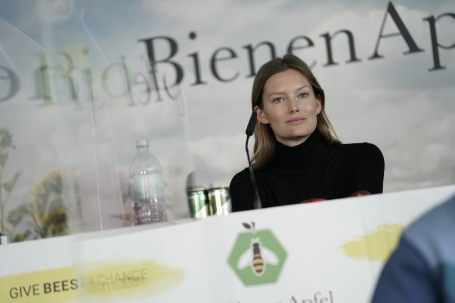 """Charlott Cordes: """"Ich unterstütze das Projekt """"BioBienenApfel"""", weil ich zeigen will, dass Spaß im Leben und Verantwortung für die Zukunft kein Widerspruch sind. (Foto Philipp Platzer)"""