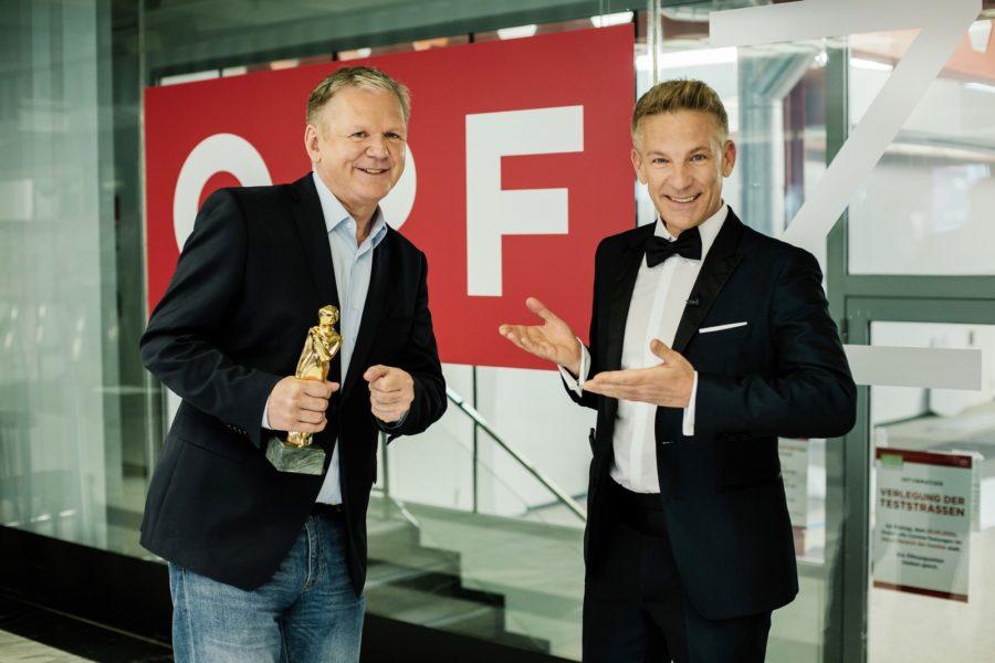 """""""ROMY 2021 - Der Österreichische Film- und Fernsehpreis"""": Günther Mayr bekam die ROMY als """"Beliebtester Moderator Information"""", im Bild mit Andi Knoll. (ORF/Kurier/Romar Ferry)"""