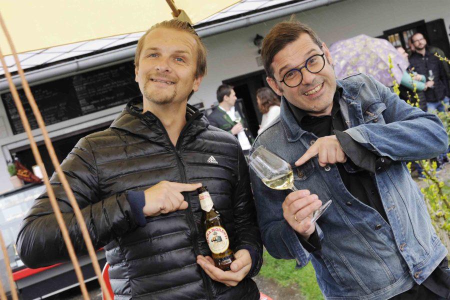 Eröffnung der APERITIVO Pop up Bar: Heri Hahn, Pressesprecher OVP und PR für Special Olympics Österreich, mit Moderator Gregor Waltl. (Foto Apresvino)