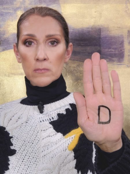 Unter dem Hashtag #westandup rief L'Oréal Paris zum Weltfrauentag am 8. März dazu auf, die Message mit einem D in der Handinnenfläche auf den eigenen Social Media Kanälen zu teilen. Auch Weltstar Celine Dion machte mit. (Foto L'Oréal Paris)