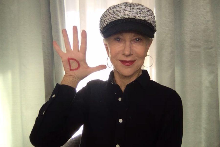 Unter dem Hashtag #westandup rief L'Oréal Paris zum Weltfrauentag am 8. März dazu auf, die Message mit einem D in der Handinnenfläche auf den eigenen Social Media Kanälen zu teilen. Auch Weltstar Helen Mirren machte mit. (Foto L'Oréal Paris)