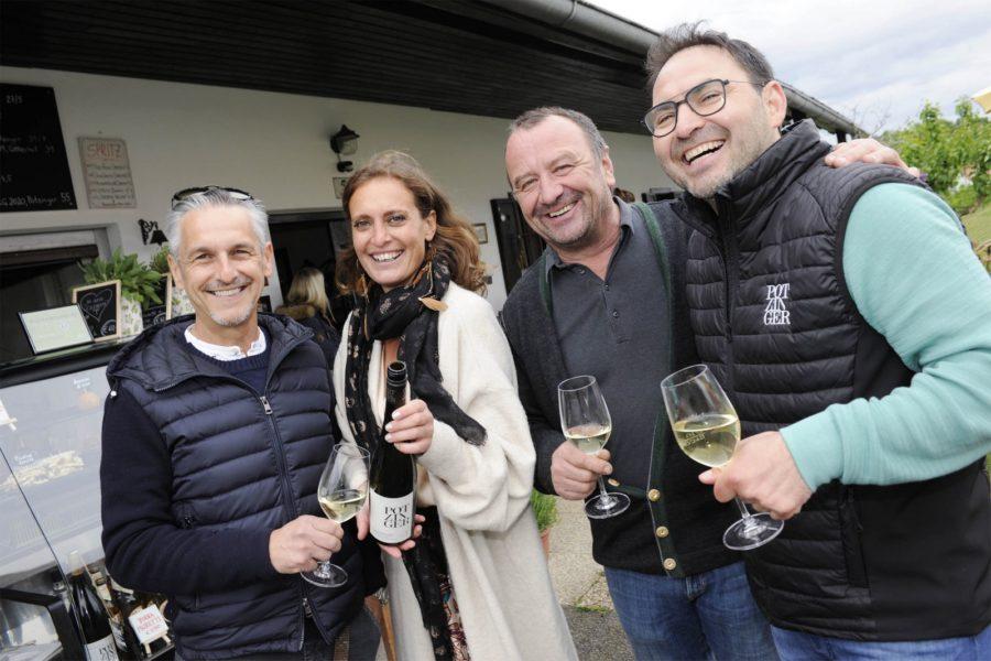 Peter Holzer, Christina Dow, Martin Wratschko und Stefan Potzinger bei der Eröffnung der Pop up Bar APERITIVO. (Foto Apresvino)