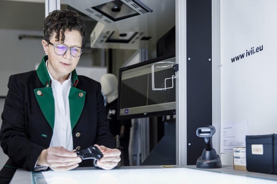 Ruth Deimbacher ist beim Technologieunternehmen ivii als Product Owner tätig.(Foto Thomas Luef)