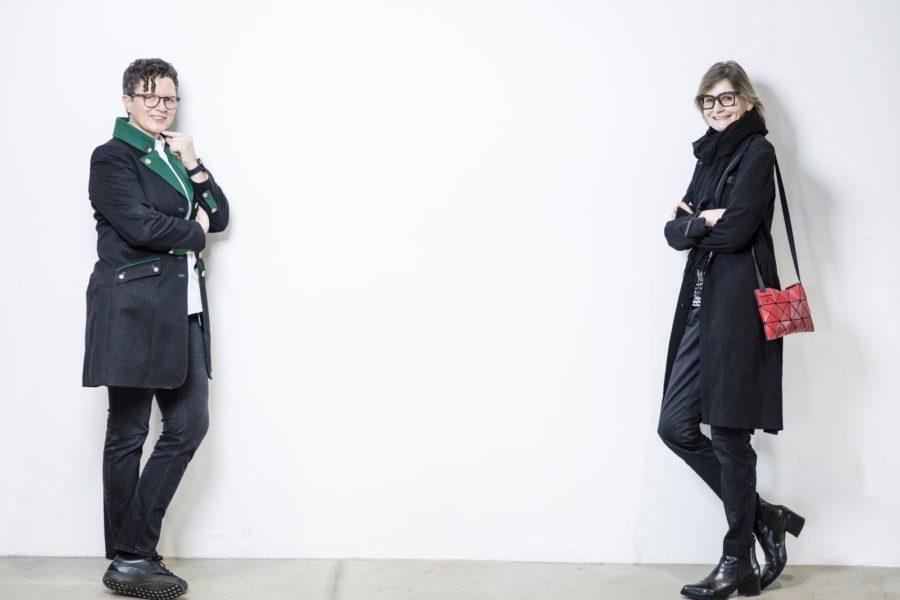 Ruth Deimbacher schätzt an ivii sehr, dass mit Verständnis, Sensibilität und speziellen Arbeitszeitmodellen sehr viel Rücksicht auf Mitarbeiter genommen wird. Hier im Gespräch mit Hedi Grager. (Foto Thomas Luef)