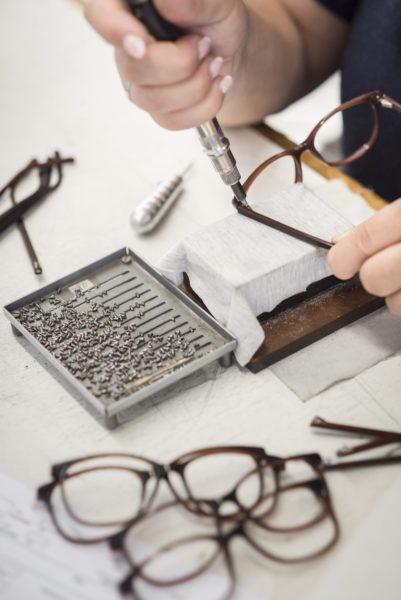 ANDY WOLF Eyewear - Das Design-Team setzt sich bei jedem Entwurf mit der Funktion einer Brille auseinander und überlegt, wie sie die Persönlichkeit des Trägers unterstreicht. (Foto Alexander Gebetsroither)