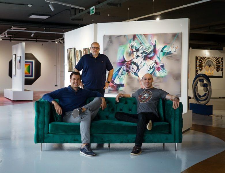 Die beiden Mintastic Gründer Gottfried Eisenberger und Klaus Billinger mit Künstler Tom Lohner. (Foto Mintastic)