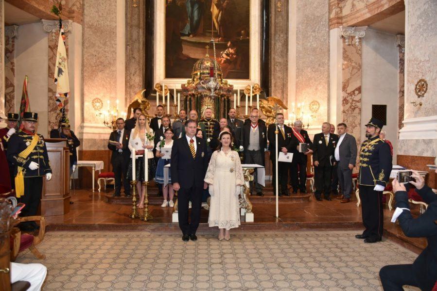 Im Rahmen des Stiftungsfestes vergaben Herta Margarete Habsburg - Lothringen und Sandor Habsburg - Lothringen den Elisabeth Orden und den Kaiserlich Österreichischen Franz Joseph Orden. (Foto zur Verfügung gestellt)