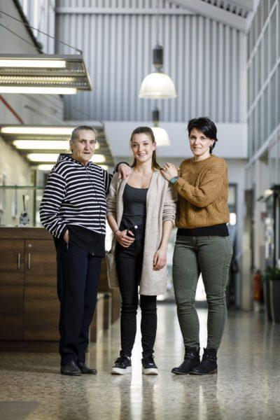 Karin, Jennifer und Daniela Sichau arbeiteten und arbeiten sehr gerne bei der voestalpine. Für alle Drei ist das Wachsen an Herausforderungen ein großer Erfolg. (Foto Thomas Luef)