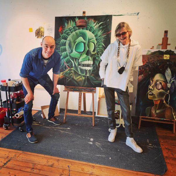 Es macht immer Spaß, Tom Lohner in der Bakerhouse Gallery zu besuchen: Tom Lohner mit Hedi Grager. (Foto privat)