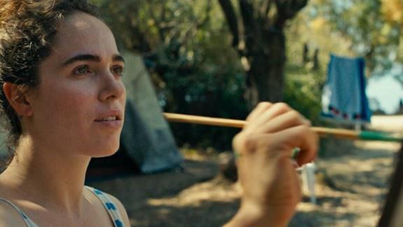 Verena Altenberger spielt in ME, WE die junge Flüchtlingshelferin Marie auf Lesbos. (Foto coop99)