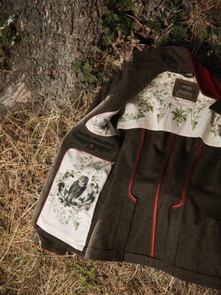 Lena Hoschek designte eine österreichische Jägerinnenjacke. (Foto LippZahnschirm)