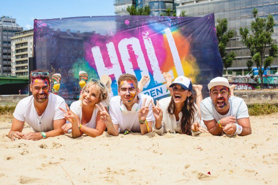 Zahlreiche Prominente ließen sich ein schickes Holi Festival Make-up von Claudia Kriechbaumer, CEO Cambio Beautyacademy, und ihrem Team verpassen. (Foto Mila Zytka / wardanetwork.at)