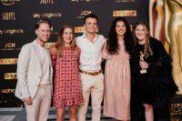 Markus Freistätter und die Nachwuchs-Schauspieler Maya Unger, Leon Orlandianyi, Brigitta Kanyaro und Anna Fenderl. (Foto KURIER / Romar Ferry)
