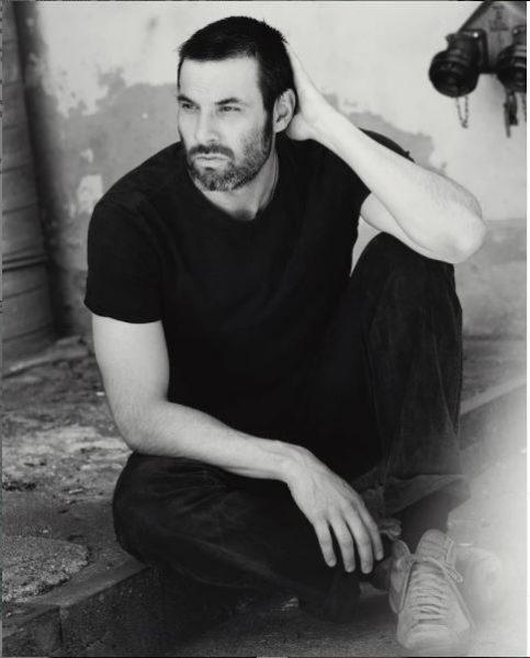 Der Schauspieler Max Simonischek ist sehr naturverbunden und wandert in seiner Freizeit sehr gerne. (Foto Fabian Schellhorn)