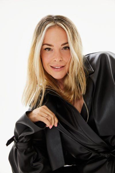 """""""Die Gründung dieser zweiten Marke ist wie eine Erweiterung meiner selbst"""", so Marina Hoermanseder über ihre neue Kollektion. (Foto HOERMANSEDER X ABOUT YOU)"""